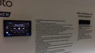 Alpine iLX-207 radio with CarPlay and Android Auto